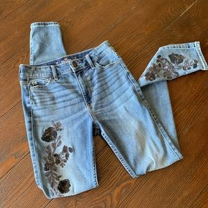 Hollister High Rise Embroidered Light Wash Jeans